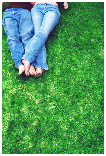 lying-in-the-grass-31000
